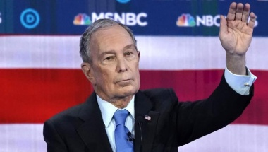 Former New York City Mayor Mike Bloomberg raises his hand to speak during the ninth Democratic 2020 U.S. Presidential candidates debate at the Paris Theater in Las Vegas Nevada, U.S., February 19, 2020. REUTERS/Mike Blake
